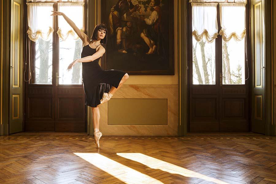 A woman in a black Tango dress dancing